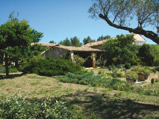 Nice Gite with Internet Access and Kettle - Goult vacation rentals