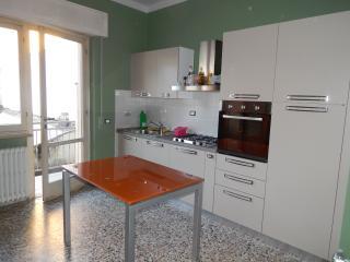 Tuscan holiday apartment rental in Viareggio with private balcony - Viareggio vacation rentals