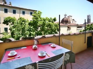 Top central with terrace - Lucca vacation rentals