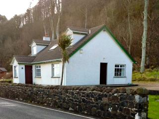 Bright 3 bedroom Glenarm House with Internet Access - Glenarm vacation rentals