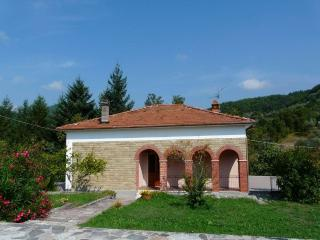 Lovely 2 bedroom Villa in Casola in Lunigiana - Casola in Lunigiana vacation rentals