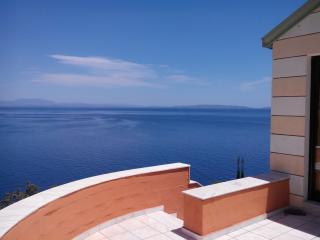 Bright House with Internet Access and A/C in Aghios Nikolaos - Aghios Nikolaos vacation rentals
