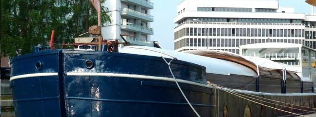 Cozy 2 bedroom Rennes Narrowboat with Dishwasher - Rennes vacation rentals