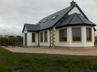 Spacious 4 bedroom Bungalow in Gaoth Dobhair (Gweedore) with Internet Access - Gaoth Dobhair (Gweedore) vacation rentals