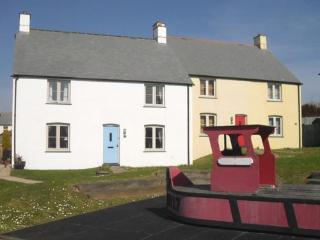 RARE BREAK COTTAGE  SLEEPS 3 - 5 MINUTES TO FISTRAL BEACH/10 MINUTES TOWN - Newquay vacation rentals