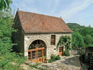 Perfect Villa with Shared Outdoor Pool and DVD Player - Calvignac vacation rentals
