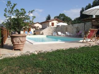 Lovely Cottage with Internet Access and Central Heating - Sellano vacation rentals