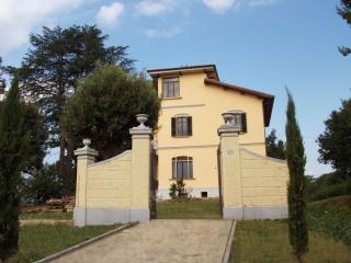 Bright 5 bedroom Villa in Monte San Savino - Monte San Savino vacation rentals