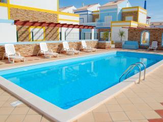 3 Bedroom Townhouse, Luna Mar, Manta Rota, Algarve - Manta Rota vacation rentals