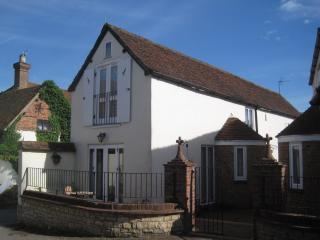 Beautiful Cottage with Internet Access and Television - Haddenham vacation rentals
