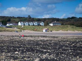 Spacious 4 bedroom Port Eynon Cottage with Internet Access - Port Eynon vacation rentals