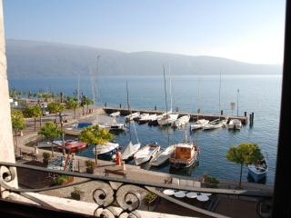 Perfect 2 bedroom Gargnano Condo with Water Views - Gargnano vacation rentals