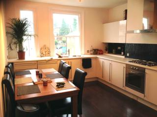 2 bedroom Apartment with Internet Access in Royal Tunbridge Wells - Royal Tunbridge Wells vacation rentals