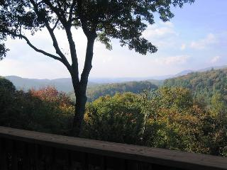 Almost Aspen spacious mountain retreat with fantastic view, sleeps 10 - Blowing Rock vacation rentals