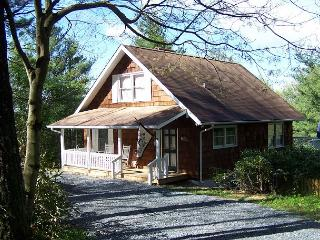Campbell Cottage is Blowing Rock living, cottage style, minutes from downtown - Blowing Rock vacation rentals