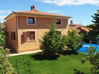 Apartment with 3 bedrooms, near Pula - Pula vacation rentals