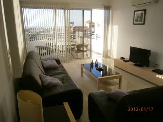 Cozy Mazotos vacation Apartment with Parking Space - Mazotos vacation rentals