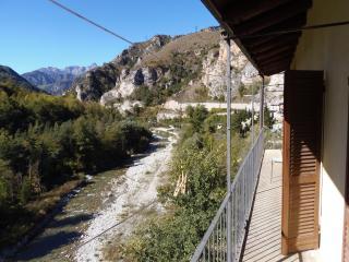 Alloggio con vista sulla Valle - San Damiano Macra vacation rentals