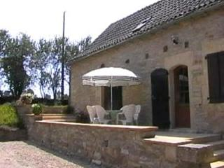 Bright Cottage with Internet Access and Satellite Or Cable TV - Parisot vacation rentals