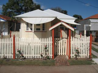 3 bedroom House with Internet Access in Redcliffe - Redcliffe vacation rentals