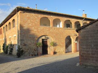 Comfortable 4 bedroom Asciano Farmhouse Barn with Balcony - Asciano vacation rentals