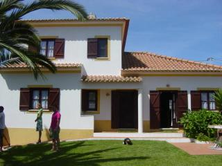 4 bedroom Villa with Outdoor Dining Area in Longueira - Longueira vacation rentals