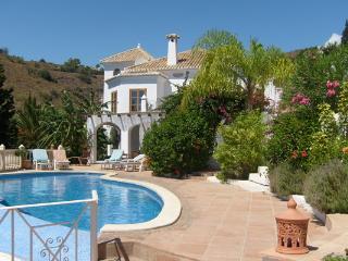 Perfect 4 bedroom Salobrena Villa with Internet Access - Salobrena vacation rentals
