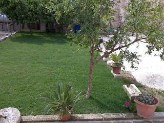 OTRANTO bilocale EBE con giardino - Otranto vacation rentals