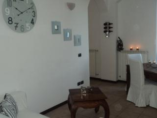 Cozy 2 bedroom Cantù Townhouse with Iron - Cantù vacation rentals