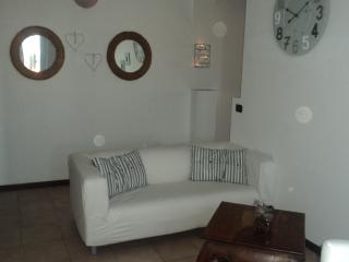 Cozy 2 bedroom Townhouse in Cantù with Iron - Cantù vacation rentals