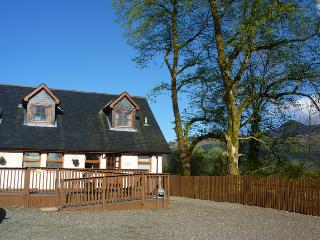 Nice 3 bedroom Cottage in Tarbet with Internet Access - Tarbet vacation rentals