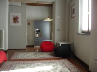 DIAMOND HOUSE via XX Marzo PARMA - Parma vacation rentals