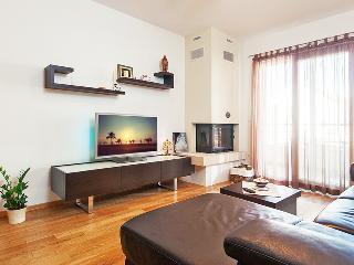 Nice 2 bedroom Makarska Apartment with Internet Access - Makarska vacation rentals