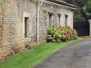 Les Colombes ,   Le Grand Lieu - Villefagnan vacation rentals