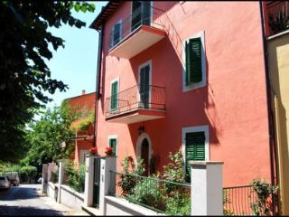 Beautiful 2 bedroom Acquasparta Apartment with Internet Access - Acquasparta vacation rentals