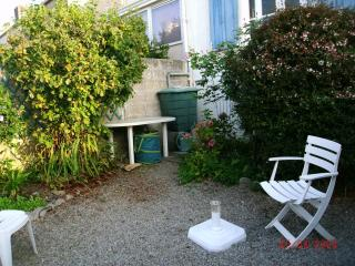 Nice Townhouse with Parking and Central Heating - Douarnenez vacation rentals