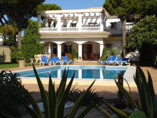 Lovely Villa in Chiclana de la Frontera with Deck, sleeps 10 - Chiclana de la Frontera vacation rentals