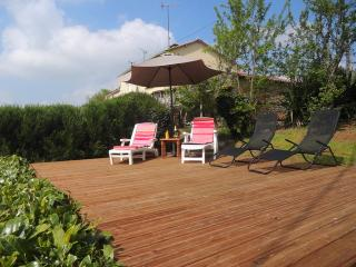 Wonderful 3 bedroom Cottage in Pouzauges with Satellite Or Cable TV - Pouzauges vacation rentals