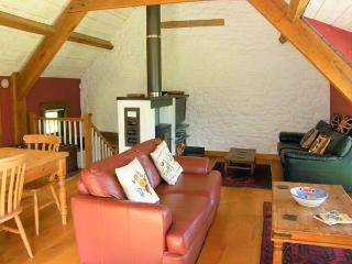 THE GRANARY, quality accommodation, picture windows, woodburner, private patios, rural location in Coed Morgan, Ref 15022 - Abergavenny vacation rentals