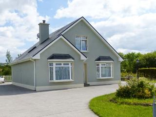 MARGARET'S HOUSE, country views, ground floor bedroom, family-friendly cotage near Abbeyfeale, Ref. 28308 - Abbeyfeale vacation rentals