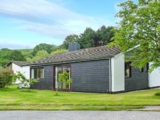 SWEET MERLIN, all ground floor, woodburner, parking, garden, in Saltash, Ref 30382 - Saltash vacation rentals