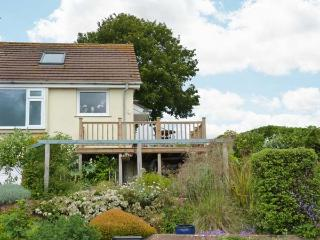 BAY VIEW, woodburning stove, mostly ground floor, en-suite facilities, garden with furniture, sea views, Ref 30926 - Teignmouth vacation rentals