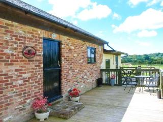 WOODPECKER COTTAGE, romantic, luxury holiday cottage in Brading, Ref 913154 - Brading vacation rentals