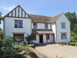 THE OAKS, open fire, WiFi, shared table tennis and snooker, patio with furniture, Ref 913823 - Beckford vacation rentals