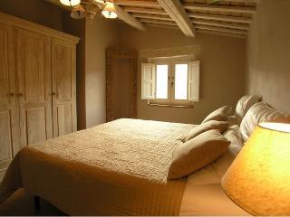 2 bedroom Farmhouse Barn with Internet Access in Mogliano - Mogliano vacation rentals
