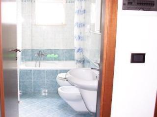 Cozy 2 bedroom Riccione Townhouse with Short Breaks Allowed - Riccione vacation rentals