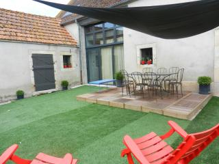 Bright 5 bedroom Gite in Saint-Amand-Montrond - Saint-Amand-Montrond vacation rentals