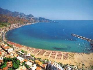 CASAVACANZEROSY  .it  GRAZIOSO APPARTAMENTO A SOLI 100  METRI DAL MARE - Giardini Naxos vacation rentals