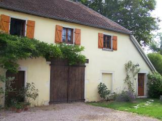 Romantic Bed and Breakfast with Internet Access and Garden - Givry vacation rentals