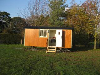 Romantic 1 bedroom Shepherds hut in Beccles with Parking - Beccles vacation rentals